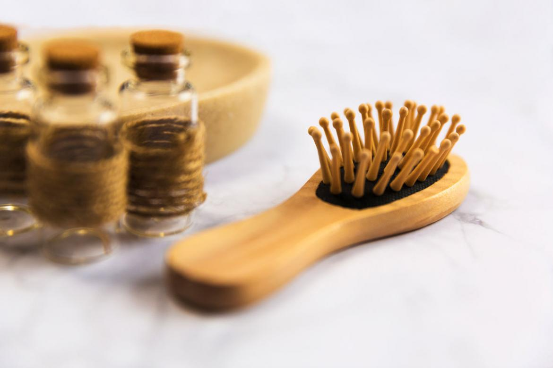 cepillo para solucionar causas de la caida del cabello
